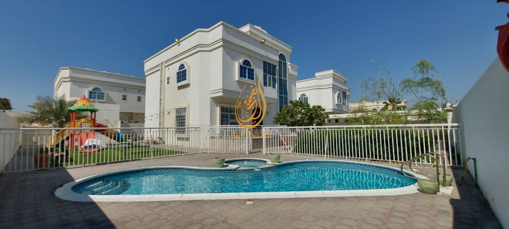 PERFECTLY PRICED |  NATURAL LIGHT | 5 BEDROOMS VILLA WITH SWIMMING POOL | GARDEN SPACE | KIDS PLAYING AREA