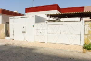 Very nice arabic house for rent in Al Qurm area
