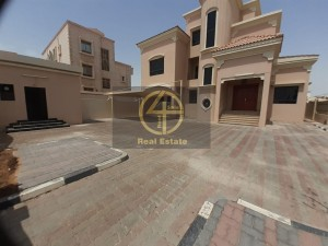 Private Entrance Big Yard Covered Parking| Maid's