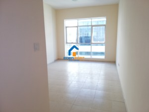 Chiller Free-Huge Apartment-closed kitchen-Olympic Park-DSC