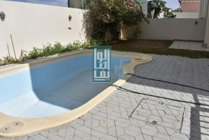 Independent Luxury 4 Bed Villa With Private Pool & Garden!