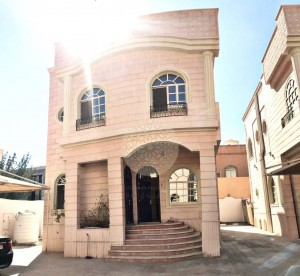 FABULOUS 4 BEDROOM CORNER VILLA IN COMPOUND WITH MAID ROOM FOR RENT IN KHALIFA CITY A